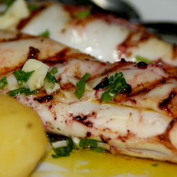 Restaurant Marisqueira Carvi in Portimao : Roasted Squid with potatoes