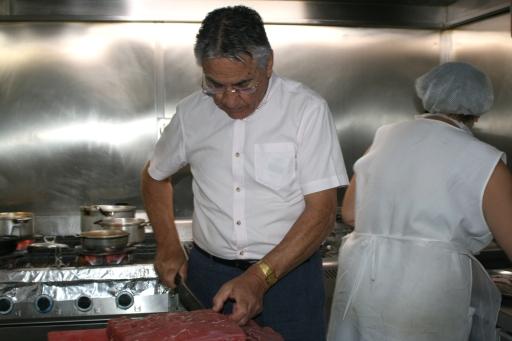 Carlos cutting filet