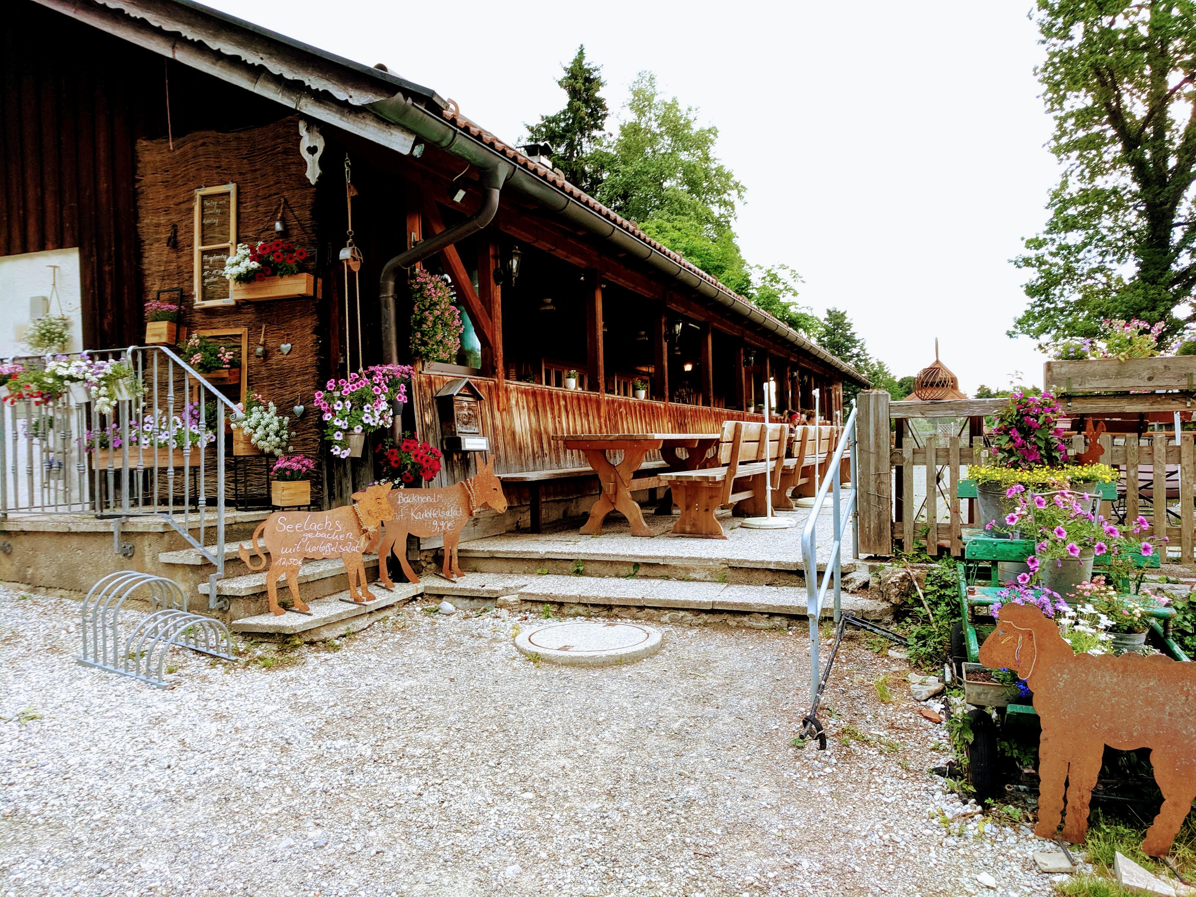 Die Hütte Waldherralm in Wackersberg bei Bad Tölz.