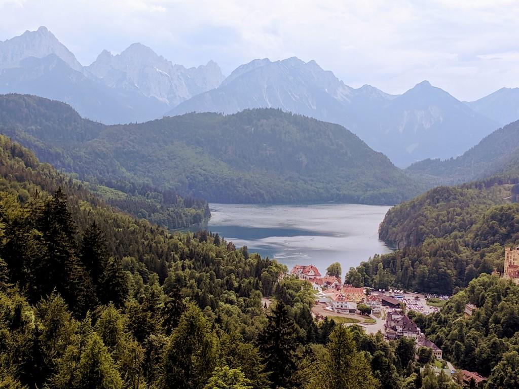 Blick vom Schloss Neuschwanstein auf den Forggensee bei Füssen